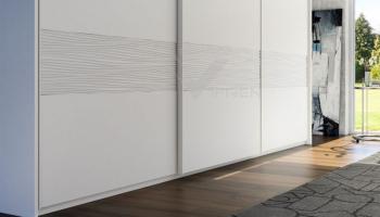 Detalle de armario a medida pantografiado en laca con ondas