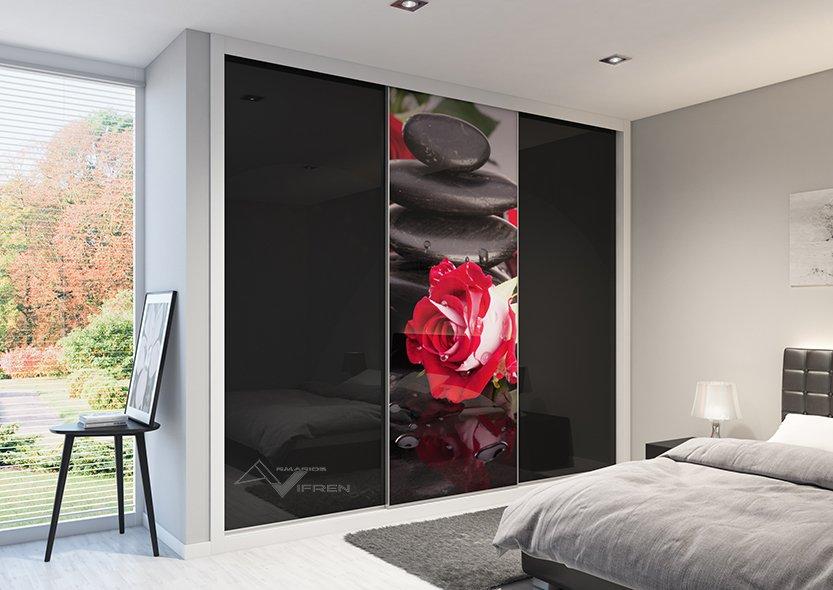 3 puertas correderas en Ávila vidrio negro y foto