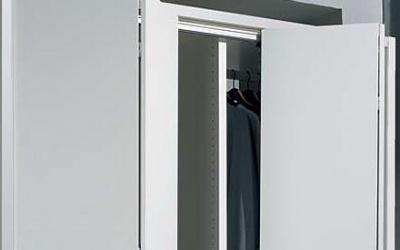 puerta plegable lacada en blanco en Madrid